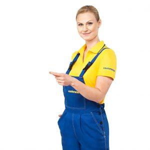mocne kolorystycznie uniformy pracowników Castoramy
