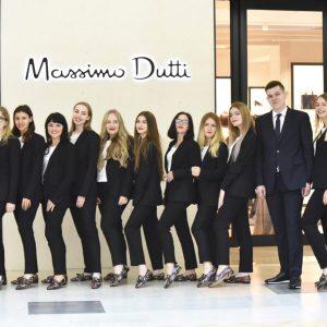 Przykład: eleganckie markowe uniformy ekspedientów w sklepie Massimo Dutti