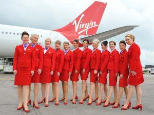 Czerwono – biało – niebieskie uniformy linii Virgin
